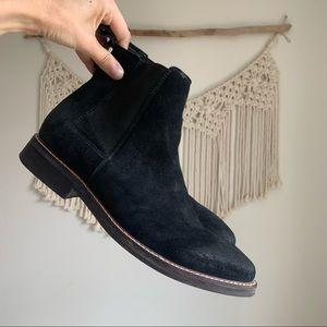 Guess Men's suede jibbs Chelsea boots